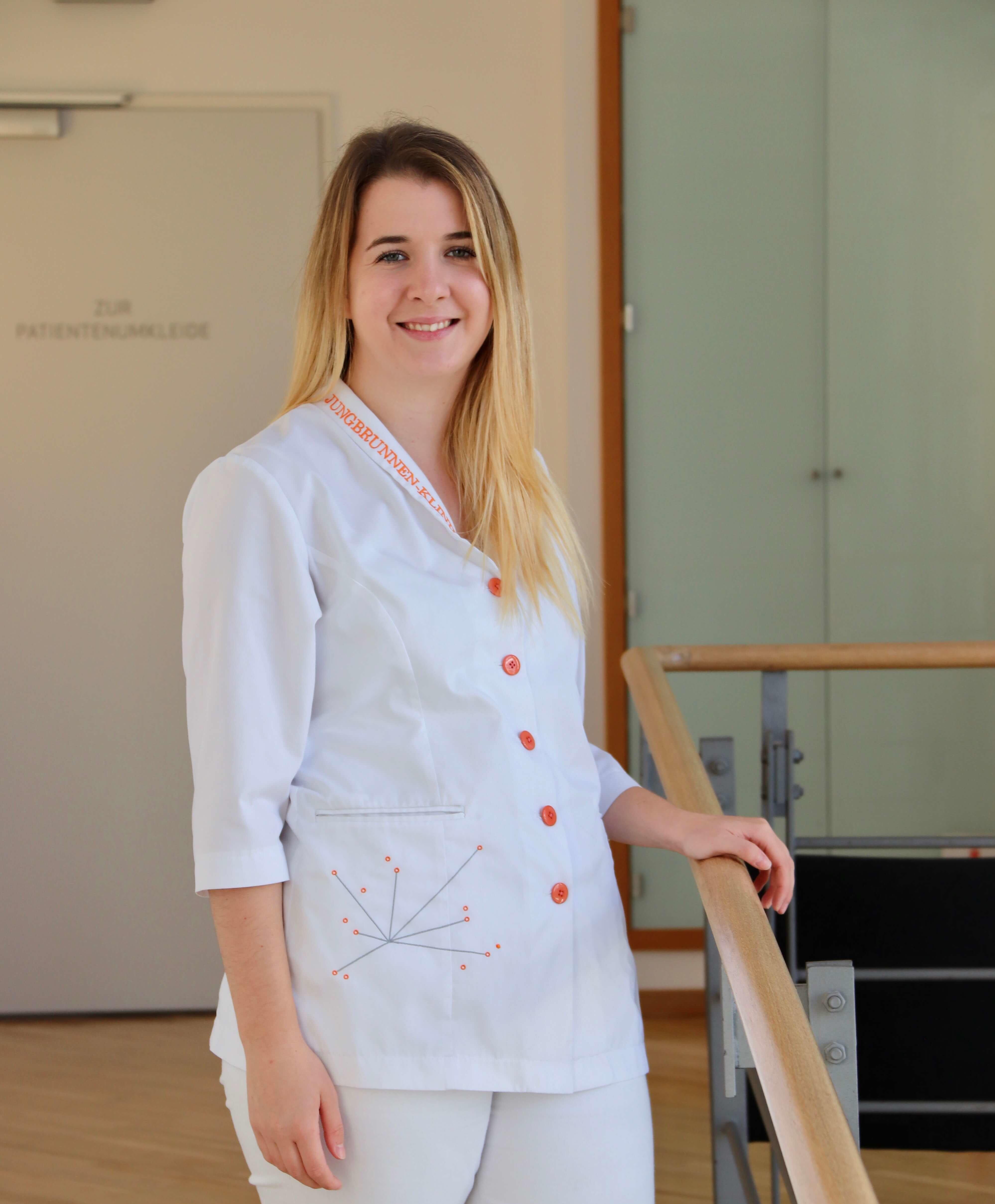 Lisa Kaufmann arbeitet in der Jungbrunnen-Klinik als auszubildende zur MFA